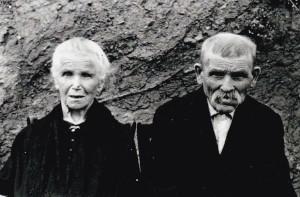 Mes arrières grands-parents paternels, avant 1947. Photo faite par mon père, René André