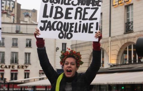 648x415_grace-partielle-accordee-dimanche-francois-hollande-jacqueline-sauvage-condamnee-dix-ans-prison-meurtre-mari-violent-suscite-nombreuses-reactions-poli