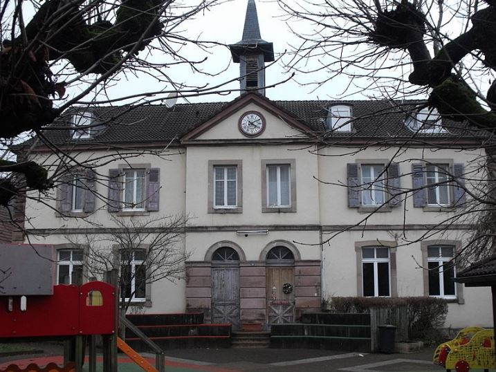 Ancienne mairie-école de Sainte-Suzanne (25)